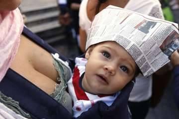 FlashMob per l'allattamento a piazza di Spagna